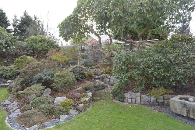 Vores vinterklargjorte og stedsegrønne have.
